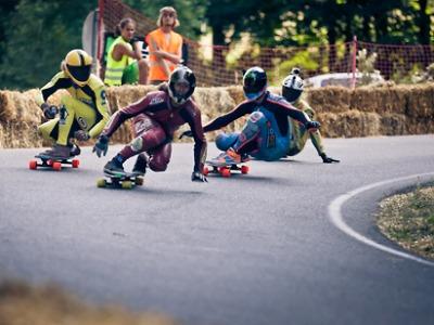 Kozákov znovu prověřil schopnosti sjezdařů na skateboardech