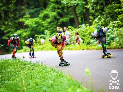 Z Kozákova podeváté sviští nejrychlejší jezdci na skateboardech