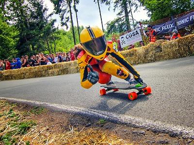 Z Kozákova již podesáté posviští nejrychlejší jezdci na skateboardech