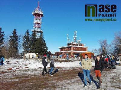 FOTO: Krásné počasí lákalo k Novoročnímu výstupu na Kozákov