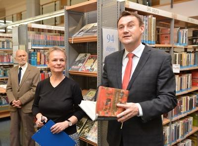 Výherce soutěže o knihu roku ocení hejtman i radní