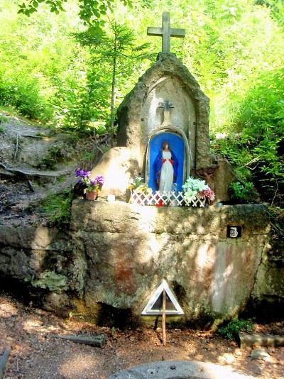 Křížová cesta na Vysokém hřebeni vznikla díky léčivé vodě