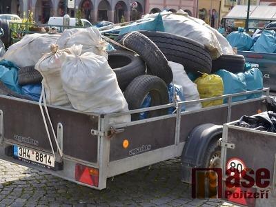 Krkonoše jsou opět čisté, dobrovolníci vysbírali 4 tuny odpadu