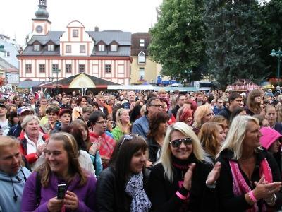 Krkonošské pivní slavnosti přivítají Ewu Farnou i Václava Neckáře