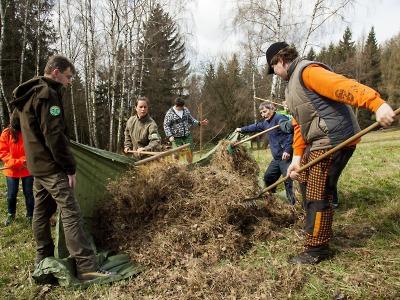 Děti z krkonošských škol ošetřily botanické lokality