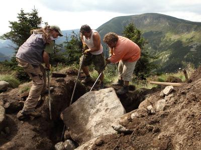 Začínají opravy i na nejfrekventovanějších cestách Krkonoš