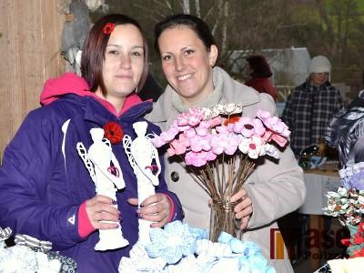 FOTO: Vánoční jarmark v Libštátě znovu nabídl vše potřebné na svátky