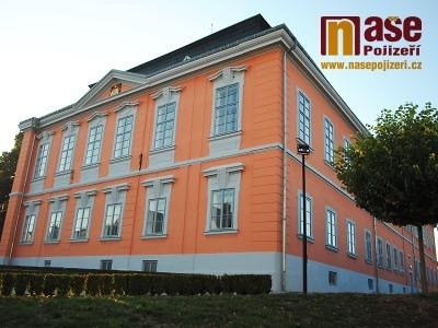 Zámek v Lomnici nad Popelkou vlastnil i Albrecht z Valdštejna