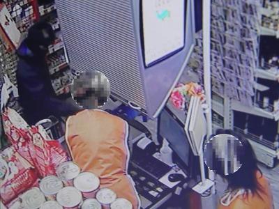 Ozbrojený lupič přepadl prodejnu v Libštátě, z místa pak odjel na kole