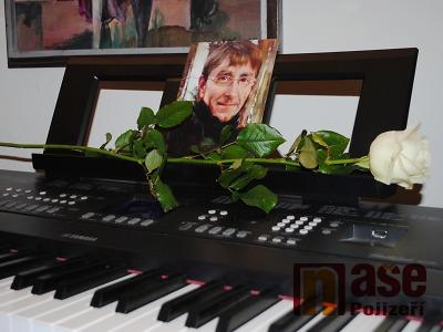 FOTO: 34. ročník výstavy Malíři Pojizeří je poctou Pavlu Holasovi