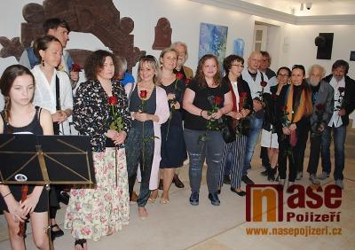 FOTO: Výstava Malíři Pojizeří je tentokrát poctou Václavu Žatečkovi