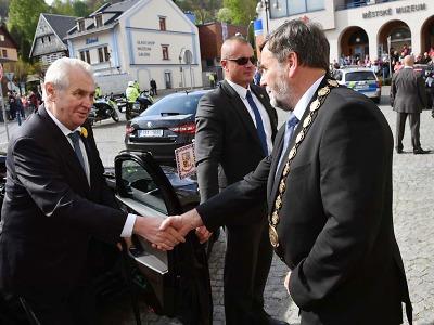 Prezident navštívil podnikatele roku a na náměstích se setkal s občany