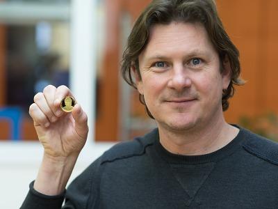 První minci Ivana Hlinky vyrazili manželka Liběna a Martin Procházka