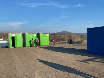 Mobilní základna záchranky ve Vesci, v kraji už šestý případ koronaviru