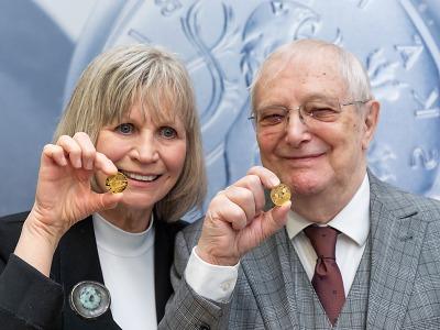 Jablonecká mincovna vydává sérii k 90. narozeninám Jiřího Suchého