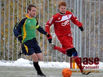 Zimní turnaj v Lomnici vede Vrchlabí, ale domácí tým má jen o bod míň