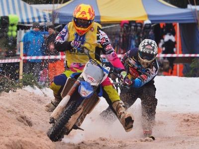 Obrazem: V Martinicích soupeřili o body do šampionátu v motoskijöringu