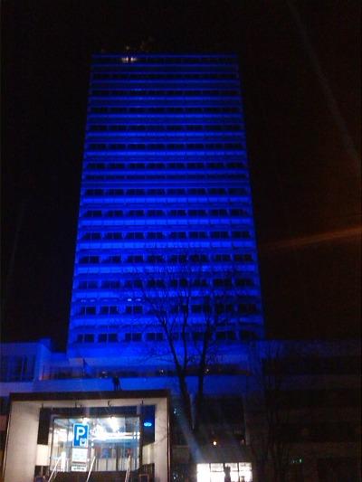 Budova krajského úřadu se potřetí zbarví do modré