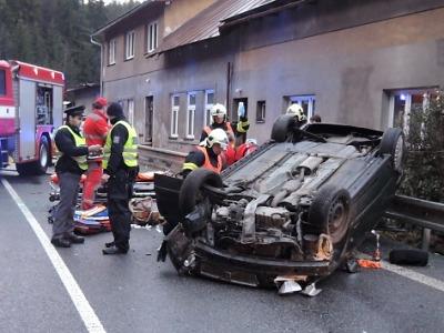 Vážná nehoda uzavřela silnici v Bratříkově
