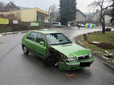 Opilý řidič havaroval v Železném Brodě a utekl. Policisté už ho vypátrali
