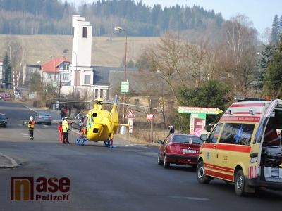 FOTO: U semilské křižovatky auto srazilo chodce, zasahoval i vrtulník