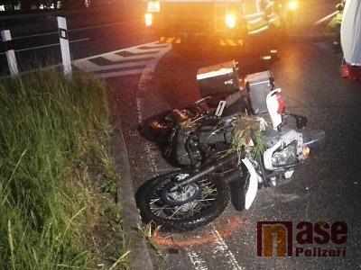 Mladý motocyklista zemřel při havárii v Hodkovicích