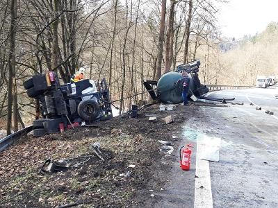 Nákladní a osobní auto havarovaly mezi Brodem a Malou Skálou