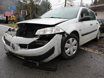 Řidička narazila ve Splzově u Železného Brodu do plotu