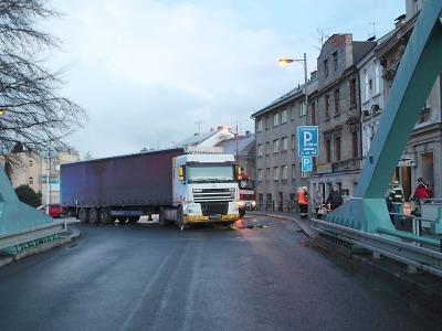 Policie hledá svědky střetu cyklisty s kamionem v Turnově