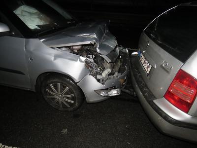 Policie žádá veřejnost o pomoc při vyšetřování řetězové nehody u Stráže