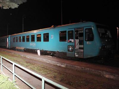 Kvádr na kolejích ohrozil vlak i cestující u Doks