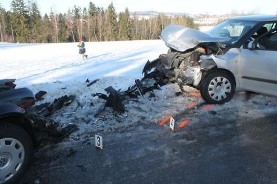 U Vysokého se čelně střetla vozidla, zraněnou ženu odvezli do nemocnice