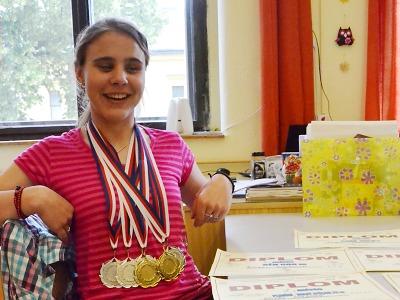Nevidomá Eliška z Turnova bodovala na sportovních hrách mládeže
