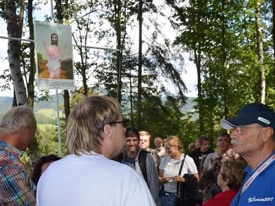 Na Smržovce otevřeli novou Křížovou cestu Petra Urbana