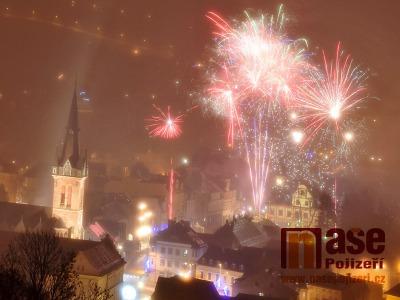 Obrazem: Ohňostroj nad Vrchlabím na Nový rok 2019