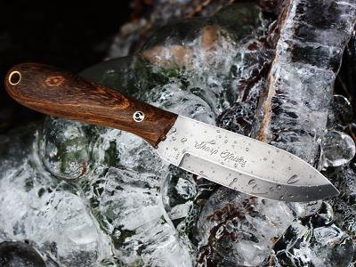 Regionální řemeslníci vyrábějí nože z šeříku i z parohů