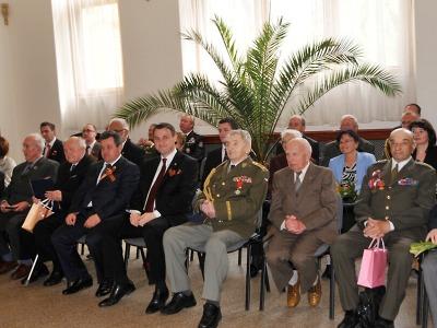 Hejtman ocenil záslužnou medailí šest válečných veteránů