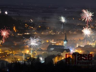 Obrazem: Silvestrovský ohňostroj nad Vrchlabím