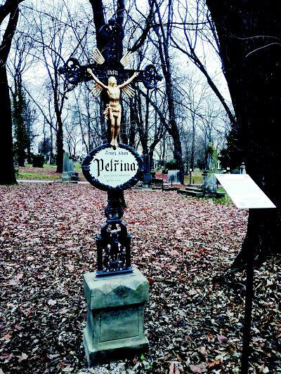 Město Semily renovovalo náhrobek vynálezce Fr. Adama Petřiny