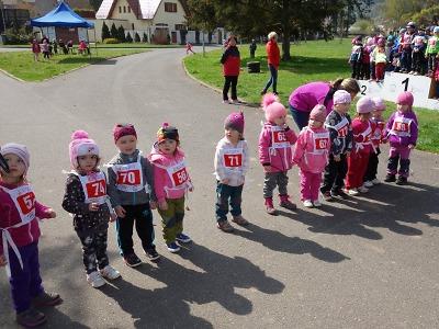 Orientační běhy v Semilech a Brodě zabavily děti ze školek i škol