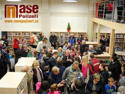 FOTO: V Turnově otevřeli knihovnu na nádraží. Jde o republikovou raritu