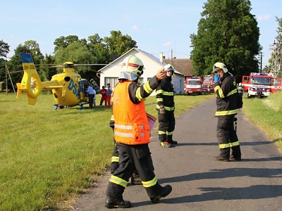 Nedaleko Hodkovic spadl větroň, pro zraněného pilota přiletěl vrtulník