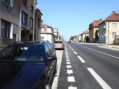 Řidiči v Turnově často parkují v protisměru