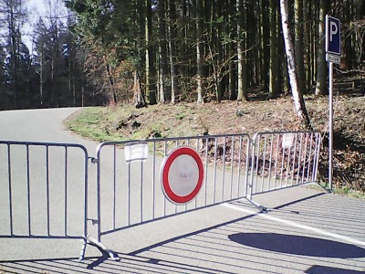 Parkoviště pod Valdštejnem, na Riegrovce a dalších lokalitách uzavřena