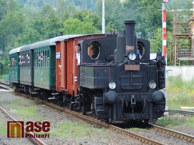 Parní vlak letos na prázdninové jízdy Českým rájem posílí i motorák