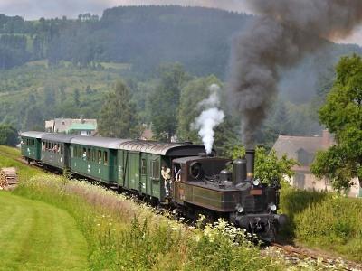 Krakonošovy parní vlaky povozí nejen návštěvníky jilemnických podvečerů