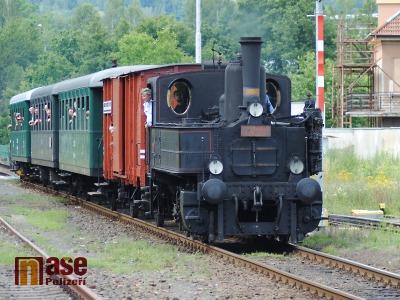 FOTO: Parní vlak vyrazil na první letošní prázdninovou jízdu Českým rájem