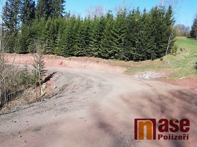 Kraj na rekonstrukci silnice Podbozkov–Cimbál ještě ušetří