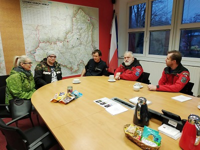 Syn nalezené seniorky v Semilech poděkoval hasičským kynologům