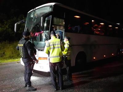 Součinnostní akce policistů a celníků proběhla v Harrachově